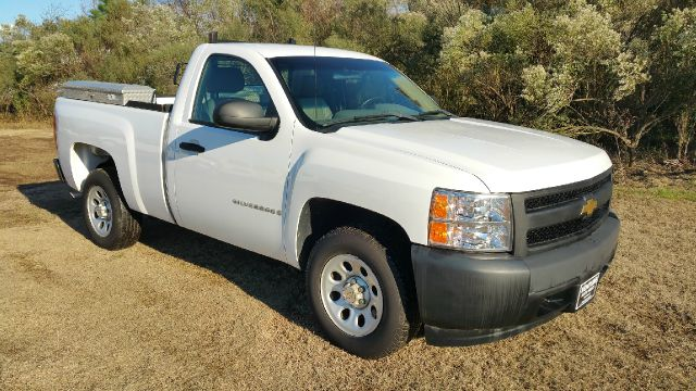 2007 CHEVROLET SILVERADO 1500 2DR REGULAR CAB 65 FT SB white regular cab with a short bed will m