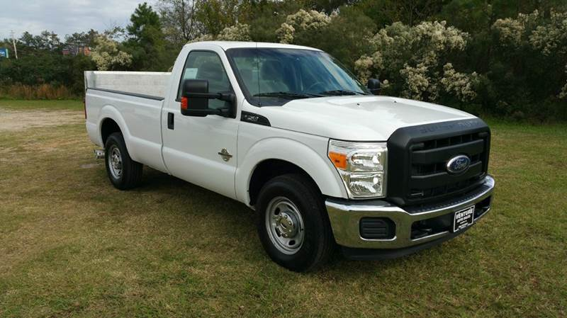 2011 FORD F-250 SUPER DUTY XL 4X2 2DR REGULAR CAB 8 FT LB white this truck is built to work with
