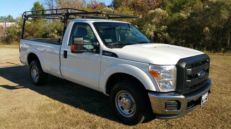 2012 FORD F-250 SUPER DUTY XL 4X2 2DR REGULAR CAB 8 FT LB white looking for a heavy duty truck t