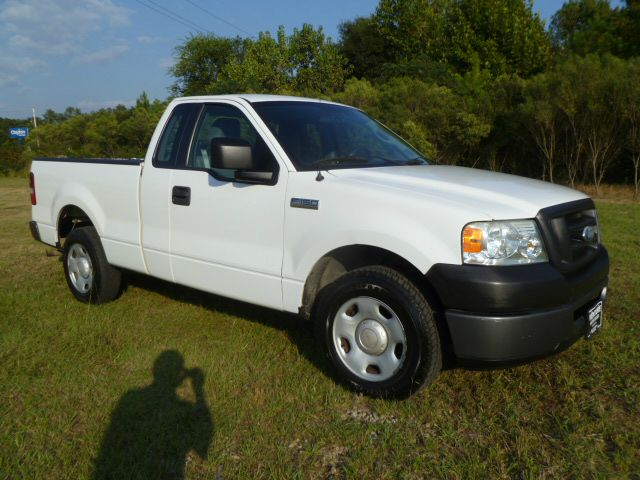 2006 FORD F150 XL 2WD white if you like a good base model work truck that has been well maintained