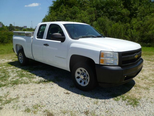 2007 CHEVROLET SILVERADO 1500 4DR EXTENDED CAB SB white 48 v8 extended cab with a full bench re