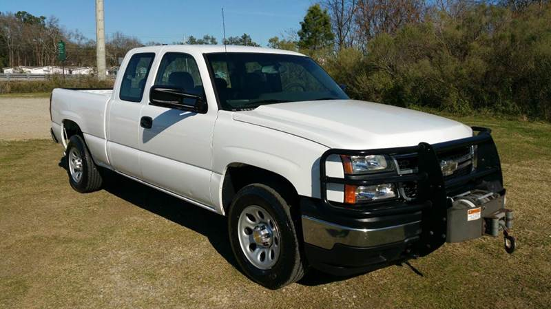 2007 CHEVROLET SILVERADO 1500 CLASSIC LS 4DR EXTENDED CAB 4WD 65 FT white are you looking for a