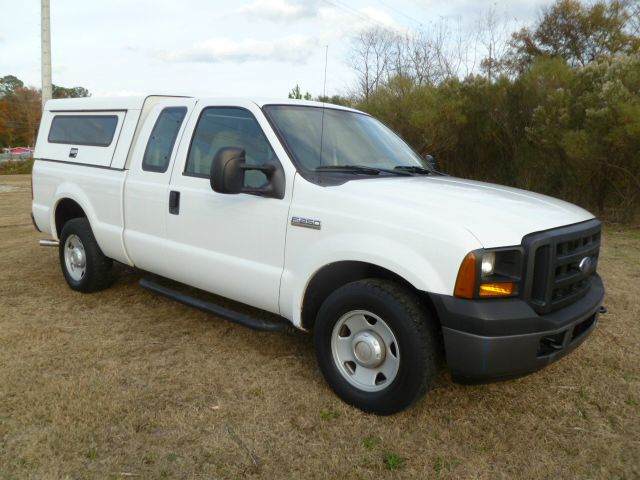 2007 FORD F250 XL SUPERCAB 2WD white workmaster gem top with exterior shelf for your tools somet