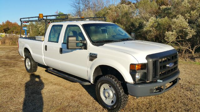2008 FORD F-350 SUPER DUTY XL 4DR CREW CAB 4WD LB white if you need a large truck that can work ha