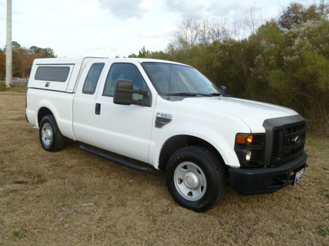 2008 FORD F250 XL SUPERCAB 2WD white this truck was built to work for you workmaster gem top wit