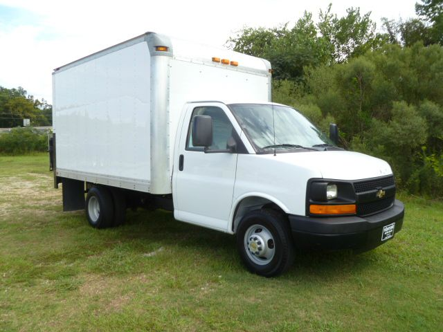 2009 CHEVY 3500 12 FT BOX VAN 2 DR white 12 ft box van with a lift gate for easy loading  unloadi