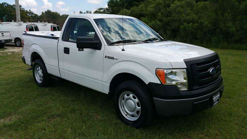 2010 FORD F-150 XL 4X2 2DR REGULAR CAB STYLESIDE white this is a super clean truck with very low