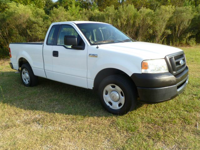 2006 FORD F150 XL 2WD white this truck is priced to sell fleet preowned  very well maintained