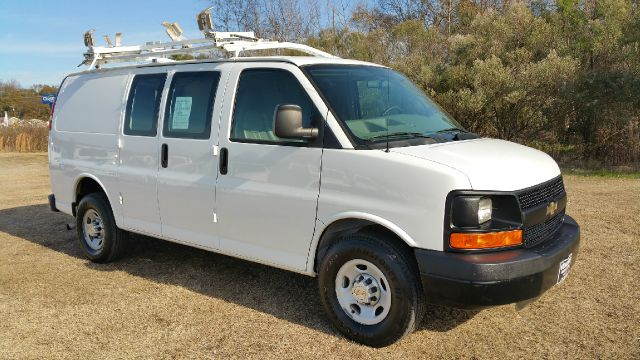 2009 CHEVROLET 2500 EXPRESS CARGO 3DR CARGO VAN white 34 ton cargo van with a really nice ladder