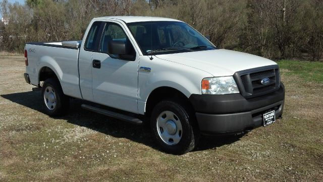 2008 FORD F150 XL 4WD SHORT BED white extra clean  extra sharp 4x4 regular cab short bed with