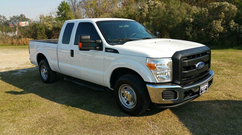 2011 FORD F-250 SUPER DUTY XL 4X2 4DR SUPERCAB 68 FT SB P white this is one sharp truck super