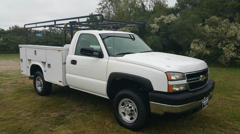 2006 CHEVY 2500 HD SERVICE TRUCK 2DR REG CAB 2WD white do you like to be organized if so you wi
