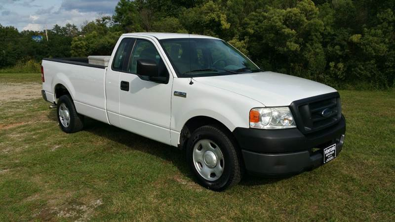 2005 FORD F-150 XL 2DR STANDARD CAB RWD STYLESID white 42 v6 great on gas long bed makes it ea