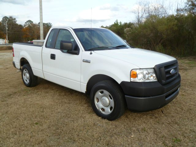 2007 FORD F150 XL 2WD SHORT BED white extra clean one owner regular cab with extra doors for eas