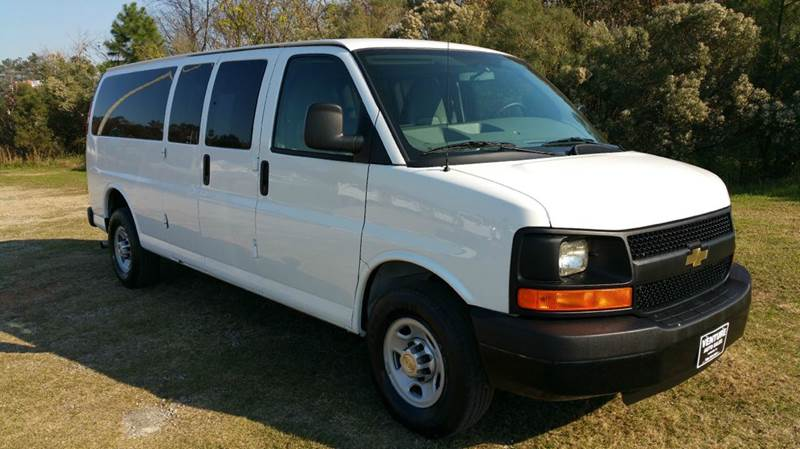 2013 CHEVROLET EXPRESS PASSENGER LS 3500 3DR EXTENDED PASSENGER V white looking for holiday trave