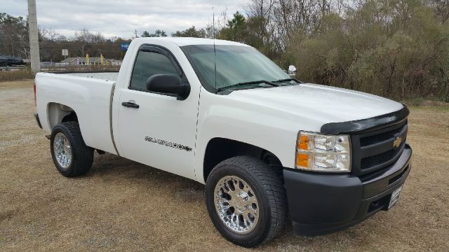 2009 CHEVROLET SILVERADO 1500 4X2 2DR REGULAR CAB 65 FT SB white this truck looks extra sharp wi