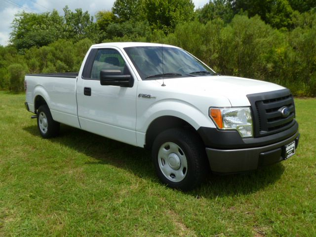 2010 FORD F-150 XL 4X2 2DR REGULAR CAB STYLESIDE white compared to most fleet trucks this one has