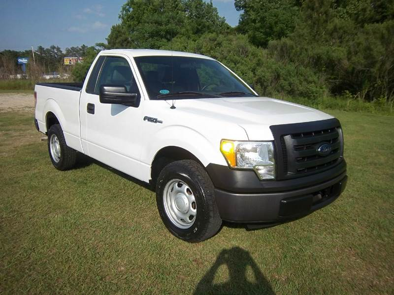 2012 FORD F-150 XL 4X2 2DR REGULAR CAB STYLESIDE white yes this truck only has 26k miles  it wa