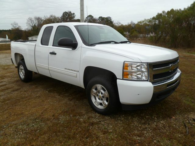 2009 CHEVROLET SILVERADO 1500 LT1 EXT CAB STD BOX 2WD white this truck has the look extra clea