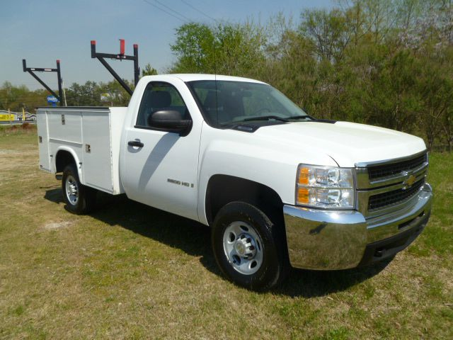 2008 CHEVROLET SILVERADO 2500 SERVICE TRUCK 2WD REG CAB white knapheide service body that is in ex
