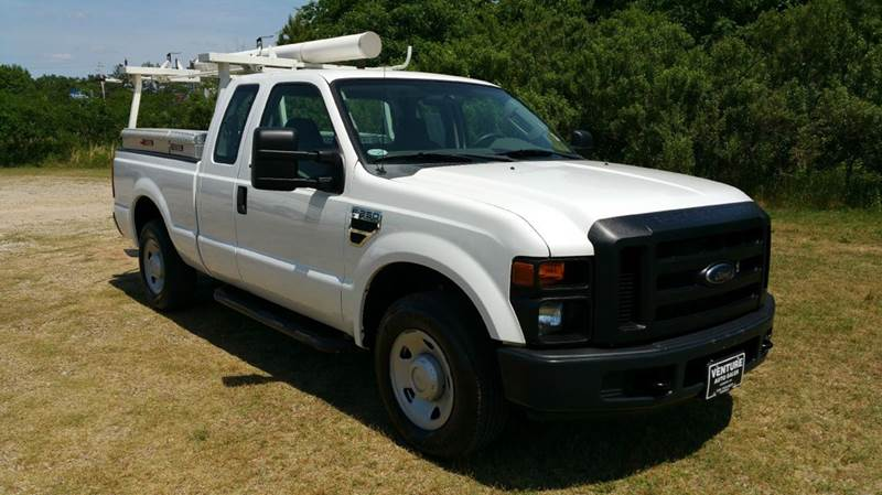 2009 FORD F-250 SUPER DUTY XL 4X2 4DR SUPERCAB 68 FT SB P white this truck was built to work ha