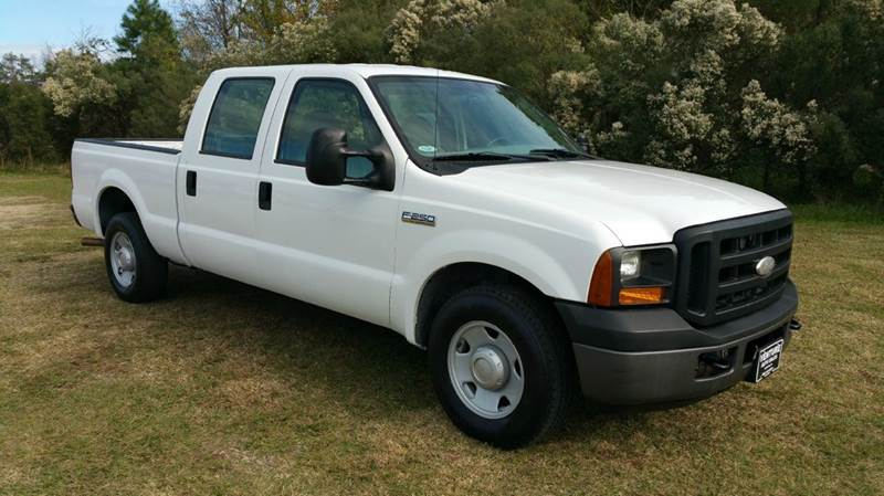 2007 FORD F-250 SUPER DUTY XL 4DR CREW CAB LB white an f250 full 4dr crew cab with low mileage