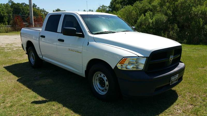 2012 RAM RAM PICKUP 1500 ST 4X2 4DR CREW CAB 55 FT SB P white this is a great looking truck ins