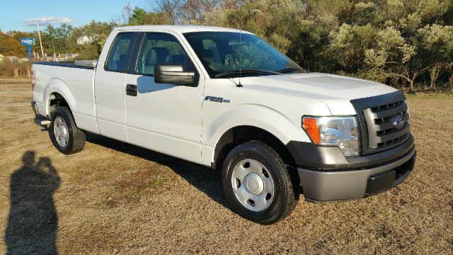 2009 FORD F-150 XL 4X2 PICKUP EXTENDED CAB 4DR white 4dr supercab with a short bed that can haul u