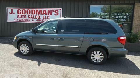2006 Chrysler Town and Country for sale in Lima, OH