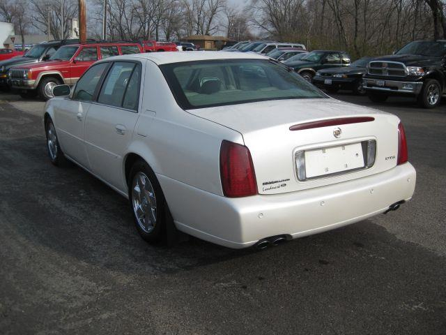 2002 cadillac deville dts in pekin il pre owned imports. Black Bedroom Furniture Sets. Home Design Ideas