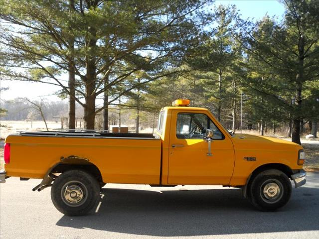 1997 Ford F250 HD REG CAB 133.0'' WB - Wadsworth IL