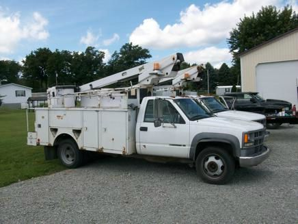 1999 Chevy 1 Ton Bucket Truck 3500 HD with bucket lift