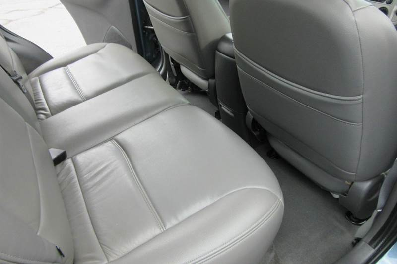 2005 Ford Escape XLT AWD --> $177.85 per month <-- Sun Roof & Leather - On-Line Financing   - Michigan City IN