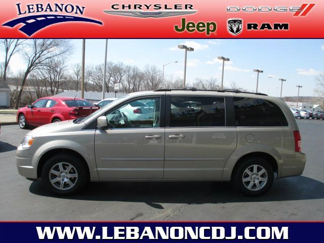2009 Chrysler Town & Country - LEBANON, OH