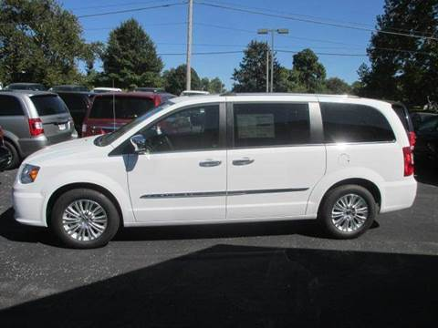 2015 Chrysler Town and Country for sale in Lebanon, OH