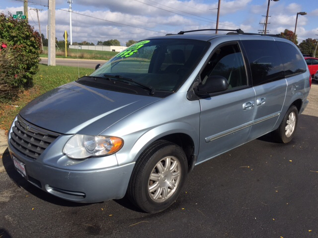 2006 chrysler town and country touring 4dr extended mini van in elgin il cpm motors inc. Black Bedroom Furniture Sets. Home Design Ideas