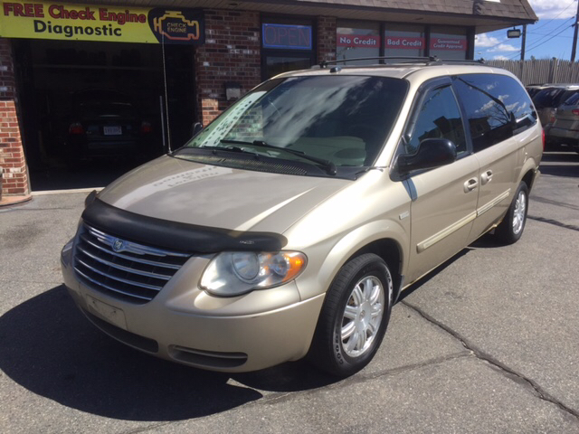 2005 chrysler town and country touring 4dr extended mini van in worcester ma smart auto sales. Black Bedroom Furniture Sets. Home Design Ideas