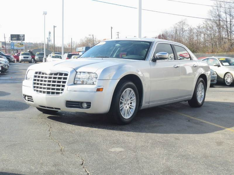 2010 Chrysler 300 Touring 4dr Sedan w/23E - Knoxville TN