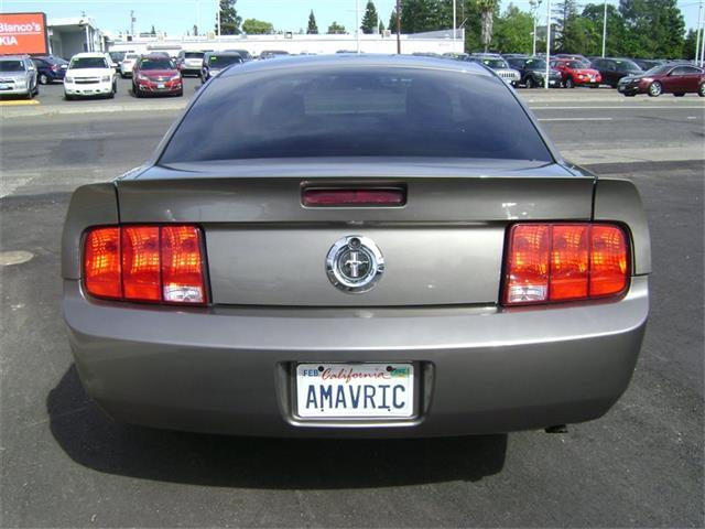 2005 Ford Mustang Deluxe 2dr Coupe - Sacramento CA