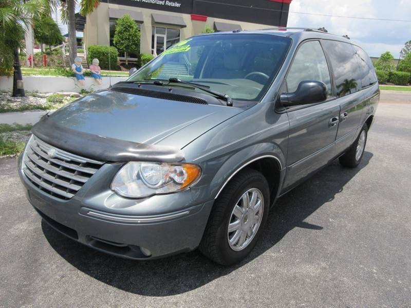 2006 Chrysler Town and Country Limited 4dr Extended Mini-Van - Punta Gorda FL