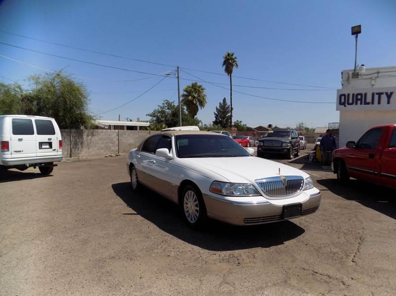 2003 LINCOLN TOWN CAR EXECUTIVE 4DR SEDAN white gas mileage 17 mpg city25 mpg hwy   engine gas v