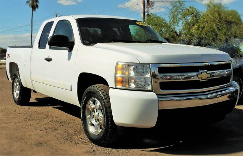 2008 CHEVROLET SILVERADO 1500 LT1 4WD 4DR EXTENDED CAB 8 FT L white if you are looking for a pic