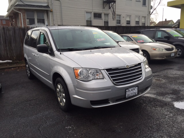 2010 chrysler town and country lx 4dr mini van in