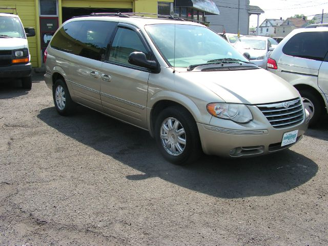 2005 chrysler town and country touring 4dr ext minivan in