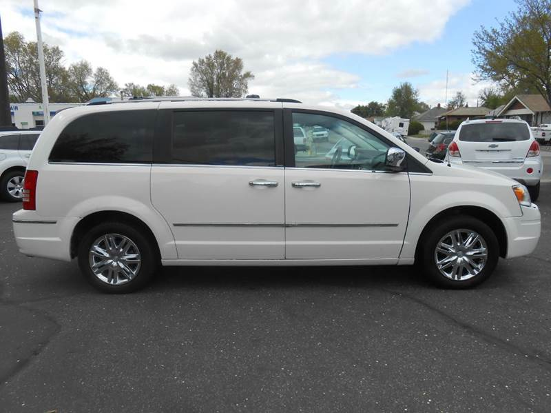2008 Chrysler Town and Country Limited 4dr Mini Van - Pocatello ID