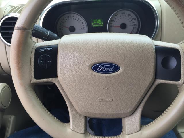2006 Ford Explorer Eddie Bauer 4dr SUV w/V8 - Knoxville TN