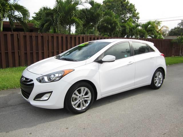2014 HYUNDAI ELANTRA GT white door handle color body-color exhaust tip color stainless-steel