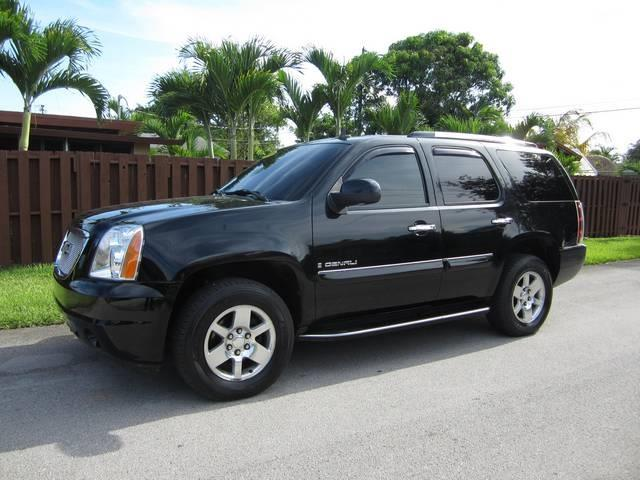 2007 GMC YUKON DENALI AWD 4DR SUV black grille color chrome running boards step center consol