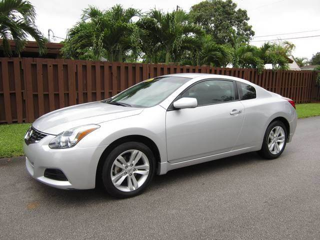 2013 NISSAN ALTIMA 25 S 2DR COUPE silver door handle color body-color exhaust tip color chrom