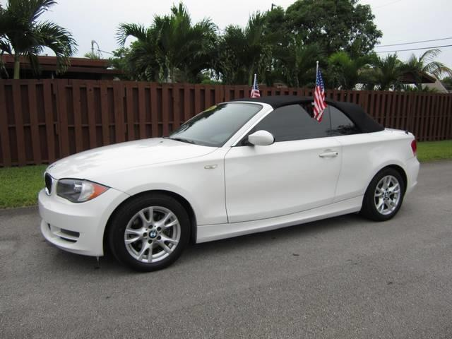2009 BMW 1 SERIES 128I 2DR CONVERTIBLE white bumper color body-color dual exhaust tips mirror